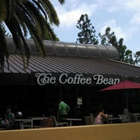 Photo taken at The Coffee Bean & Tea Leaf® by Vivian C. on 5/9/2013