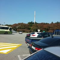 Photo taken at Chupungnyeong Service Area - Seoul-bound by Jared B. on 10/18/2014