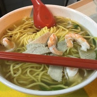 Photo taken at Geylang Lorong 16 Prawn Noodles by Adrian O. on 8/13/2016