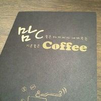 Photo taken at 맘C 좋은 아저씨가 내려주는 기분좋은 Coffee by hong j. on 1/12/2013