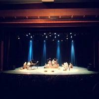 2/27/2013 tarihinde Laraziyaretçi tarafından Cemal Reşit Rey Konser Salonu'de çekilen fotoğraf