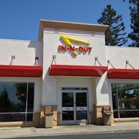 Photo taken at In-N-Out Burger by Shinichiro H. on 5/4/2013