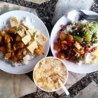 Photo taken at โรงอาหารคณะมนุษย์ฯ มข. by Pongsakorn C. on 4/21/2016