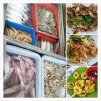 Photo taken at Seri Mesra Ikan Bakar & Seafood by Petah Wazzan I. on 3/22/2013