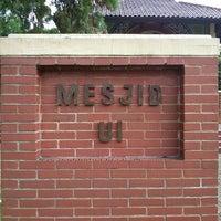 Photo taken at Masjid Ukhuwah Islamiyah (Mesjid UI) by Dwiki S. on 6/23/2013