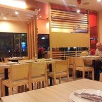 Photo taken at Pizza Hut by Ahmad Kamal E. on 2/6/2014