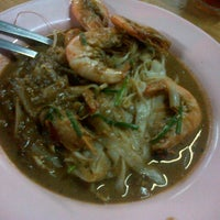 Photo taken at Char Kuey Teow Al-Karia by Mohd H. on 11/17/2012