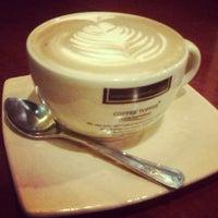 Photo taken at Coffee Toffee by Villarez E. on 2/26/2013