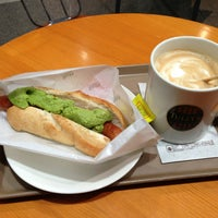 Photo taken at TULLY'S COFFEE 田町グランパーク店 by Mamoru S. on 2/20/2013