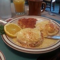 Photo taken at Bentley's Falls Church Diner by Eleonora F. on 10/14/2013