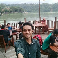 Photo taken at Wisata Alam Jembangan by Supi C. on 3/25/2016