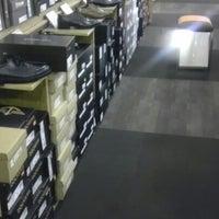 Photo taken at DSW Designer Shoe Warehouse by Davies M. on 10/27/2012