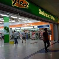 Photo taken at Giant Hypermarket by Grace S. on 11/21/2014