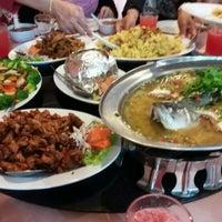 Photo taken at Siriwan Thai Seafood Restaurant by yasmin s. on 9/2/2016