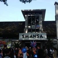 Photo taken at SMA Negeri 1 Bandung by Dani H. on 9/28/2014