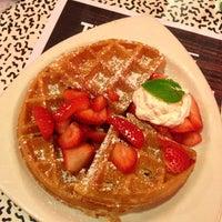 Photo taken at Roxy's Diner by Miss V. on 11/23/2012