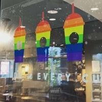Das Foto wurde bei Starbucks von Sergey D. am 6/18/2016 aufgenommen