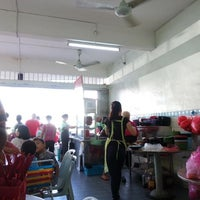 Photo taken at Restoran Kim Seng (金星茶餐室) by Gabrielle L. on 12/26/2015