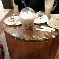 Photo taken at The Coffee Bean & Tea Leaf by Nami P. on 1/24/2013