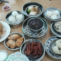 Photo taken at Maxim Dim Sum Restaurant by Doris Ong on 9/23/2012