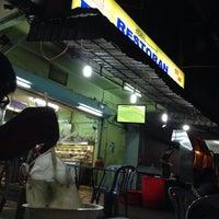 Photo taken at Restoran PKS Maju by Dohai R. on 9/9/2016