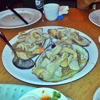 Photo taken at Saigon Seafood Harbor by Kenny T. on 6/18/2013