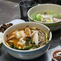 Photo taken at ข้าวต้มปลา (ตรอกถั่วงอก) by Kwann W. on 12/8/2016