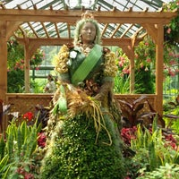Photo taken at Niagara Parks Floral Showhouse by Keith H. on 7/2/2013
