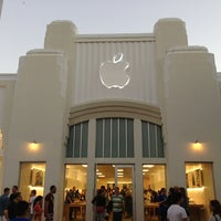 Photo taken at Apple Lincoln Road by Michael S. on 2/23/2013