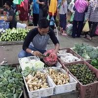 Photo taken at Pasar Borong Kemunting by Nazrin I. on 7/15/2015