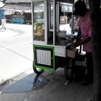 Photo taken at Rujak Es Krim - Lotis (Pasar Bantengan) by bRoto Joyo L. on 3/11/2014