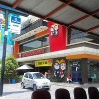 Photo taken at Es Bang Joe - The Real Milkshake by Sidiq H. on 9/25/2012