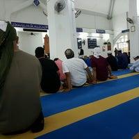 Photo taken at Masjid Qariah Teluk Kemang by Azlan M. on 9/12/2016