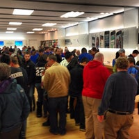 Photo taken at Apple Store, The Fashion Mall at Keystone by Kevin S. on 11/3/2012