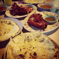 Photo taken at Pak Putra Tandoori & Naan Restaurant by William Lye Wei Wern on 2/11/2013