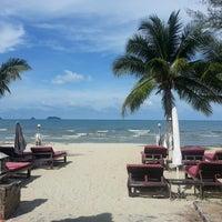 Photo taken at Koh Chang Resort And Spa by Duangruedee K. on 5/10/2014