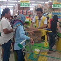 Photo taken at Giant Hypermarket by Cϑm _. on 2/1/2015