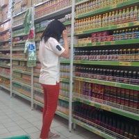 Photo taken at Giant Hypermarket by Cϑm _. on 9/13/2015