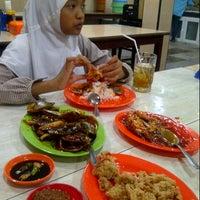 Photo taken at Seafood 212 Wiro Sableng by Ameztomia H. on 3/10/2013