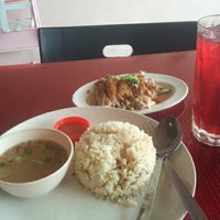 Photo taken at Nasi Ayam Gemas Mustafah (Alam Jaya) by Areyfs E. on 4/10/2014