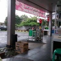 Photo taken at Superindo jatikramat by Muhajir A. on 12/6/2014