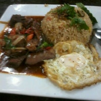 Photo taken at Sara Tomyam Seafood - Mee Udang by ⓓⓔⓡ ⓦ. on 11/1/2012
