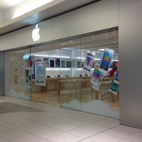 Photo taken at Apple Store, The Fashion Mall at Keystone by Marko P. on 6/13/2013