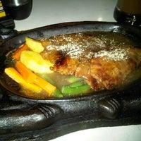 Photo taken at Waroeng Steak & Shake by Ayyu N. on 4/27/2013