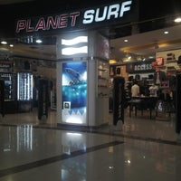 Photo taken at Planet Surf by Abraham L. on 5/5/2016