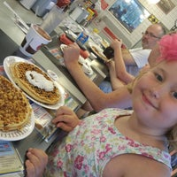 Photo taken at Waffle House by Anthony S. on 9/28/2015