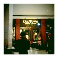 Photo taken at OldTown White Coffee by Rebecca T. on 12/16/2012