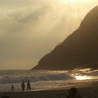 Photo taken at Praia de Itacoatiara by Thiago G. on 12/30/2012