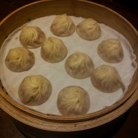 Photo taken at Din Tai Fung 鼎泰豐 by Kerissa C. on 11/13/2012