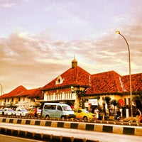 Photo taken at Stasiun Jatinegara by Eshape B. on 12/19/2012